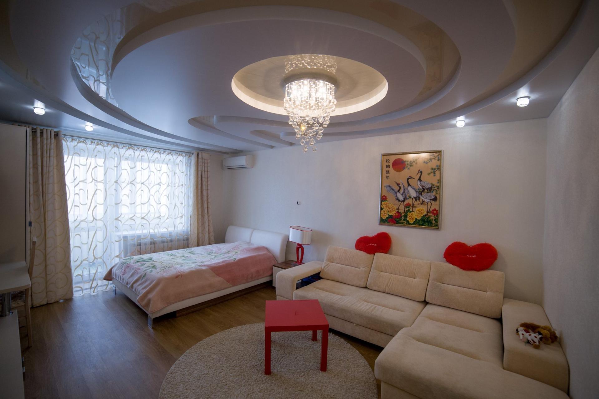 фото квартир с натяжными потолками москва