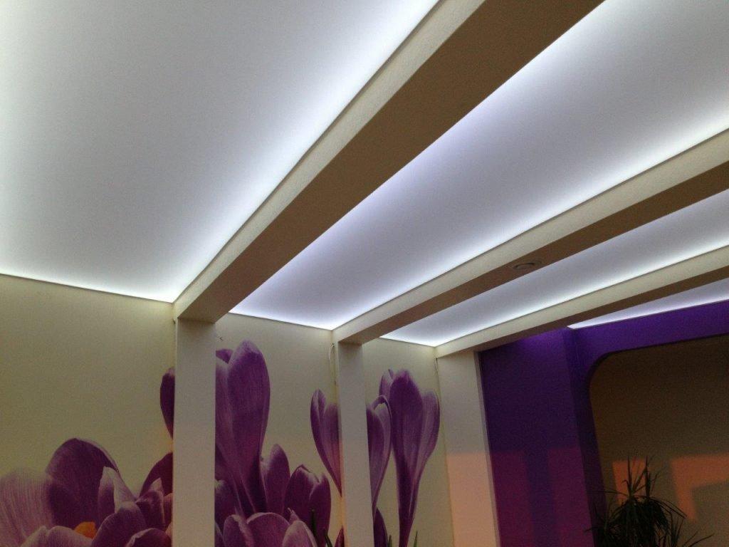 натяжные потолки с диодной подсветкой фото функциональное